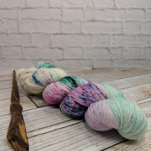 Speckle dyed cashmere yarn